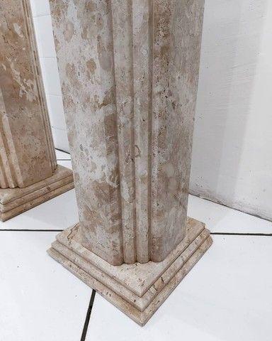 Par Colunas Laterais Decorativas em Mármore Travertino Bahiano Esculpido - Foto 6