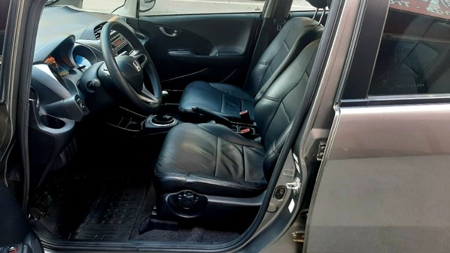 Honda fit LX câmbio manual motor 1.4 flex 4p cinza 2010 77.900km ipva2021pgvist. - Foto 11