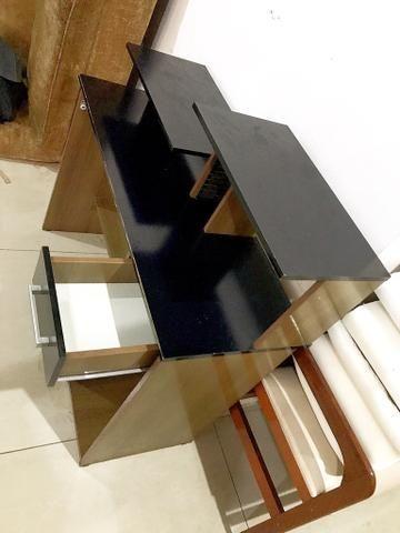 Escrivaninha, Rack para Pc ótimo estado para uso ( acompanha cadeira ) - Foto 3