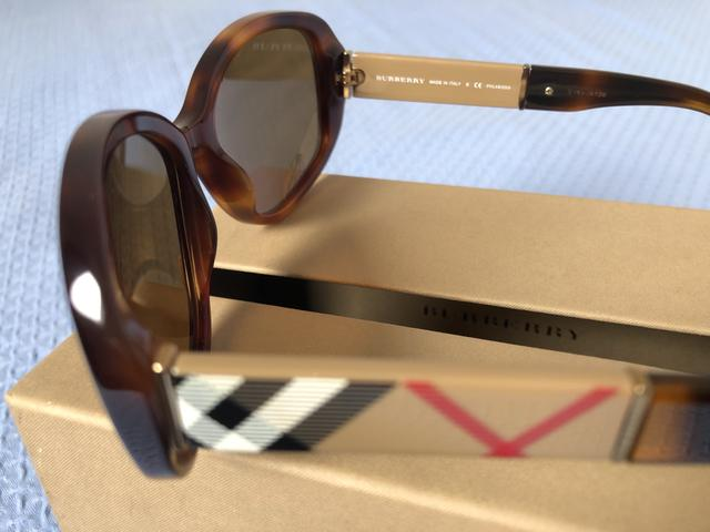 Óculos de sol feminino Burberry - Bijouterias, relógios e acessórios ... 516f24363b