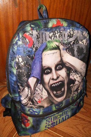 Mochila Joker Esquadrão Suicida Icons (material impermeável) - Foto 2