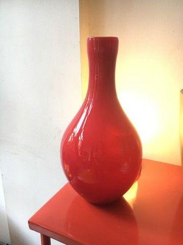 Vaso decorativo em vidro vermelho