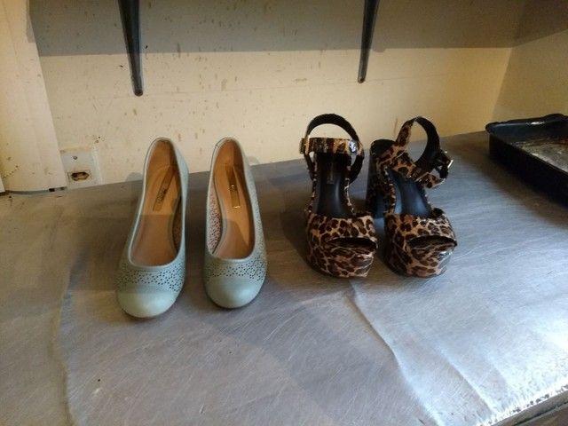 Vendo esses sapatos 0s 2 por 30 reais, a chapinha por 40 ela está nova - Foto 3