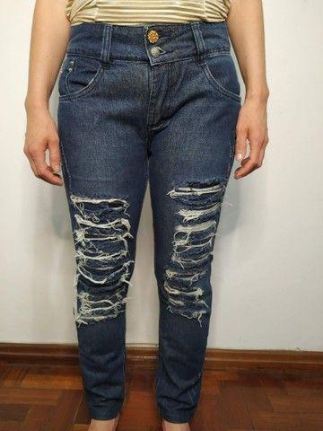 Calça jeans rasgada - Foto 2