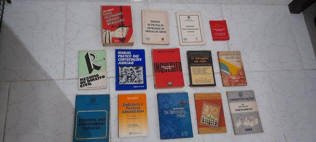 Diversos livros de direito antigos