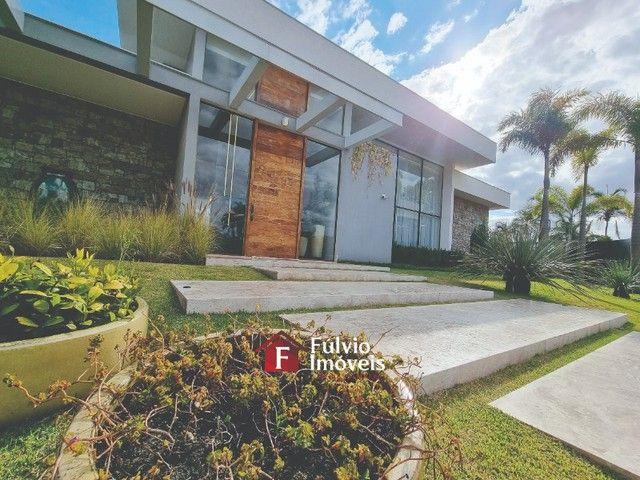 EXCLUSIVIDADE! Casa Luxuosa, Dentro de Condomínio de Alto Nível, 4 Suítes, Lazer Completo  - Foto 3
