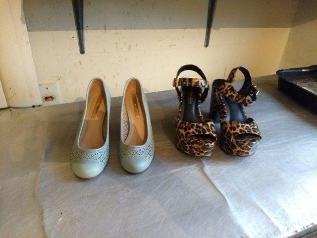 Vendo esses sapatos 0s 2 por 30 reais, a chapinha por 40 ela está nova - Foto 2