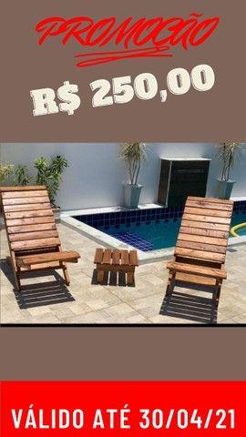 Cadeiras área de piscina