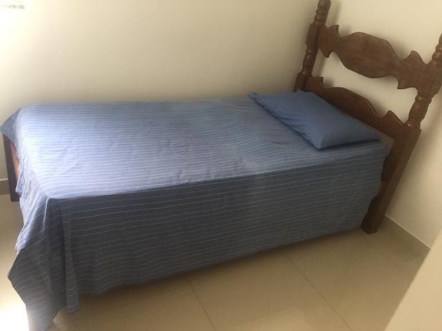 Cômoda e cama de madeira boa