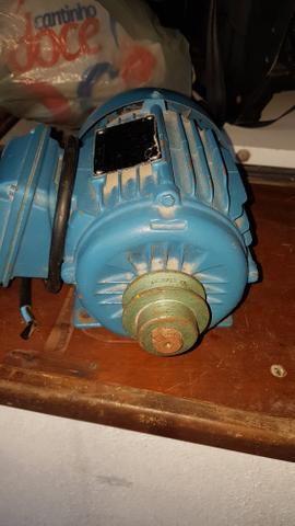 Vendo este motor trifásico por 450.00 reais contato * - Foto 3