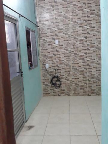 Aluga-se kitnet com 2 quartos - Foto 2