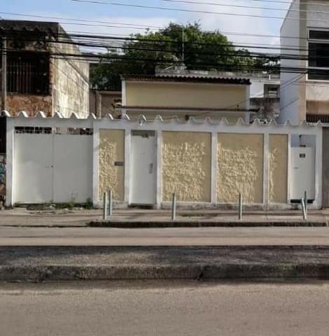 Aproveite!!! 2 casas com terreno, no melhor local da Vila da Penha