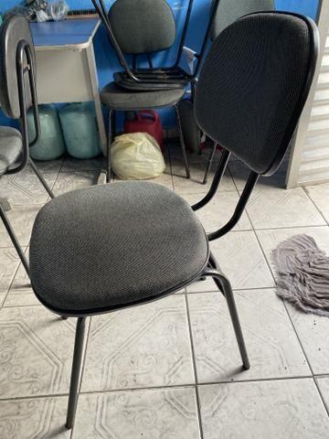 Vendo móveis de escritório mesa em L cadeira fixa - Foto 5