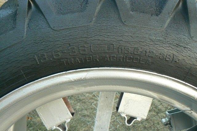 Par de pneus fino 13-6-38 e 12-4-38 - Foto 2