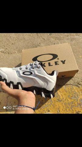 Tênis Oakley