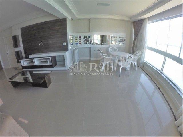 Apartamento a venda frente mar todo mobiliado no Edifício Beverly Hills na Barra Sul em Ba - Foto 5