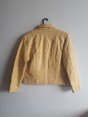 Jaqueta de Couro cor Amarela, praticamente nova - Foto 2