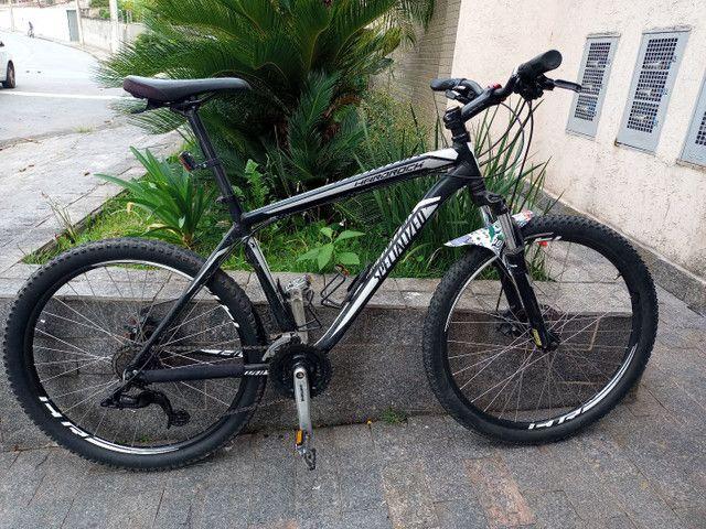 Bicicleta Specialezed tamanho L aro 26 21 marchas