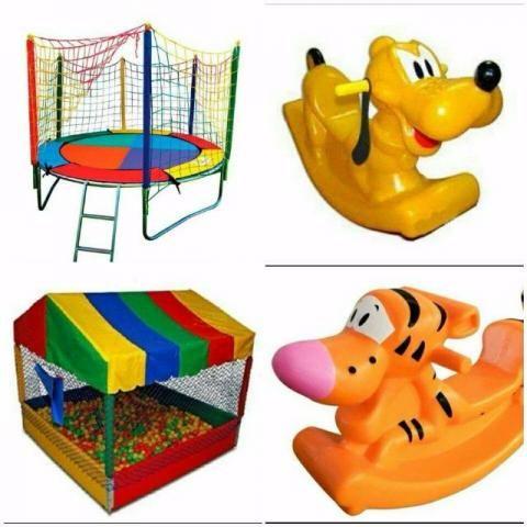 Brinquedos(cama elástica e piscina de bolinhas)