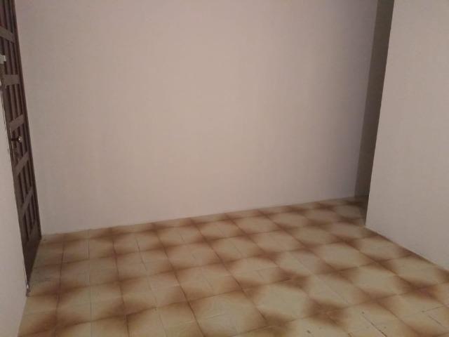 Aluga-se Apartamento 3/4 no Conjunto Colinas de Pituaçu
