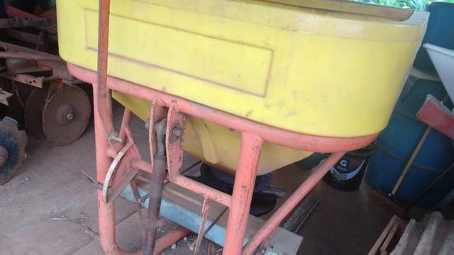 Trator MF 250 com implementos - Foto 6