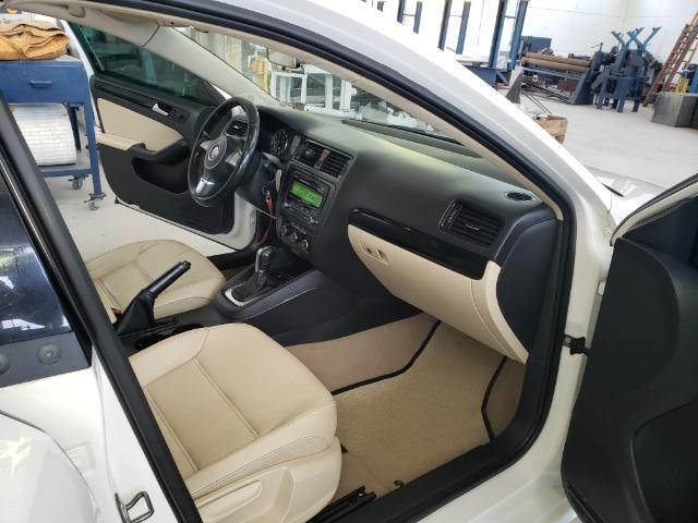 Jetta 2.0 Automático 11/12 Comfortline Tiptronic interior caramelo com teto solar - Foto 9