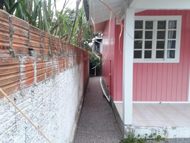 Vendo pequena casa de madeira na Pinheira - Foto 5
