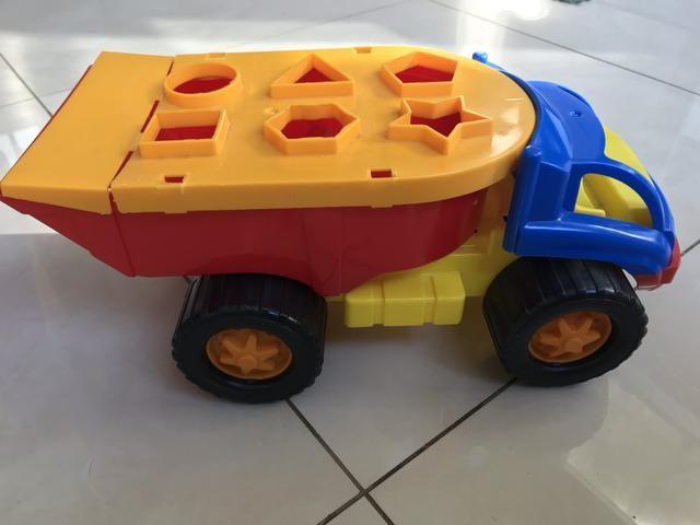 Caminhão de encaixar formas