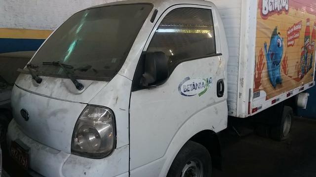 Kia Bongo 2.500 com bau e frio carro barato