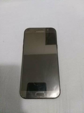 Vendo Samsung Galaxy A7 2017 com capinha e caixinha tudo completinho