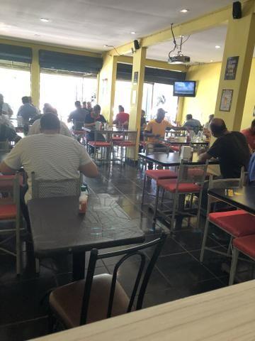 Vendo lindo restaurante com clientela formada, excelente localização, todo equipado.