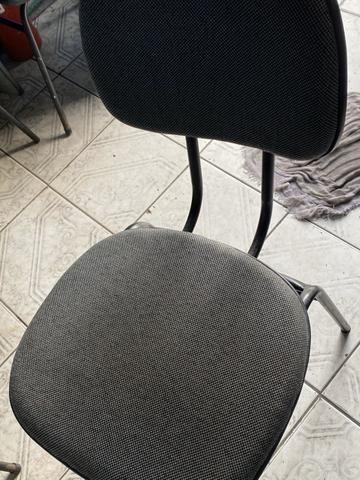 Vendo móveis de escritório mesa em L cadeira fixa - Foto 4