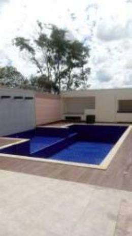 Casa com piscina no Itanhanga II