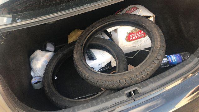 Vendo dois pneus de moto meia vida