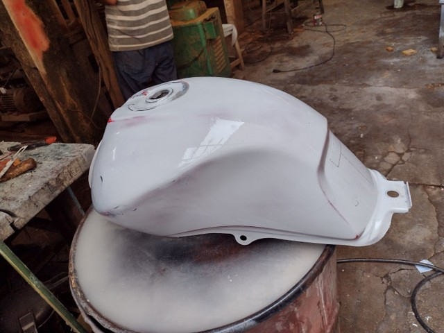 Vende-se Tanque de moto 150 ano 2012 - Foto 4