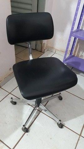 Cadeira giratoria para escritorio  - Foto 2
