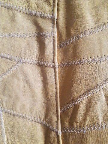 Jaqueta de Couro cor Amarela, praticamente nova - Foto 4