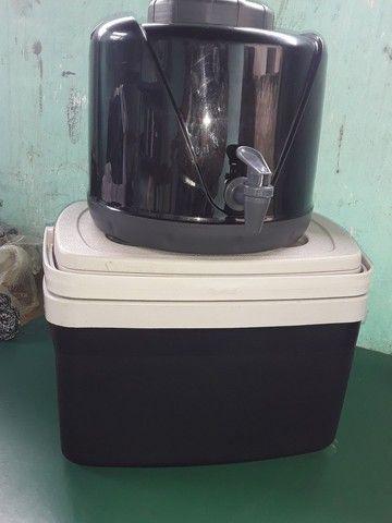 Caixa térmica e botijão térmico