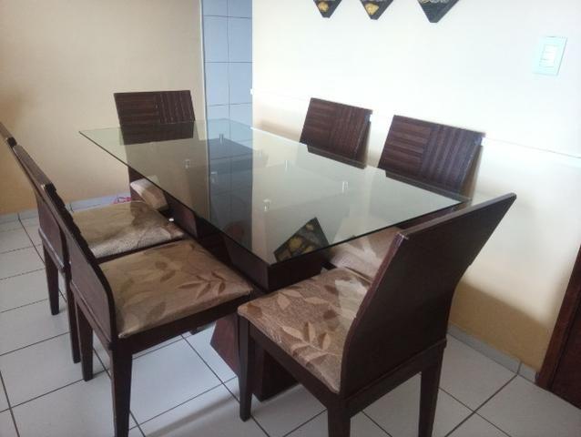 Mesa em madeira. Beleza e sofisticação. Urgente.R$ 600 tel.