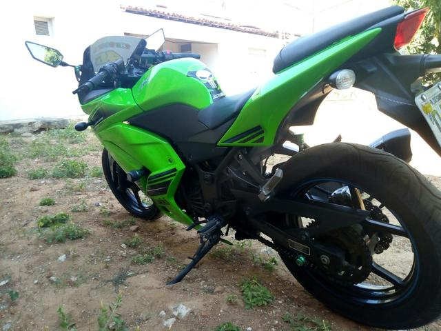 Ninja 250 vendo ou troco em moto do meu interese - Foto 4