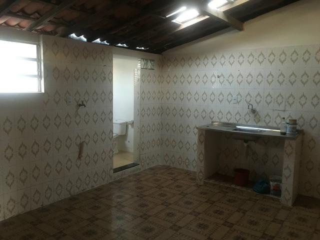 Casa 2/4 boa para escritório/ Itapuã 1o andar com entrada independente - Foto 6
