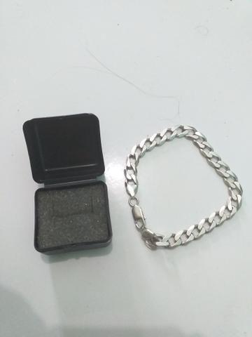 Celular LG e Pulseira de Prata
