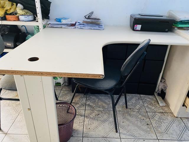 Vendo móveis de escritório mesa em L cadeira fixa