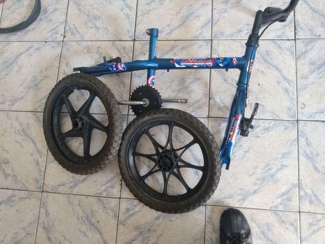 Quadro e roda com pneu bicicleta infantil aro 16
