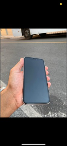 iPhone XR com fundo do 11 abaixei pra vende logo  - Foto 2