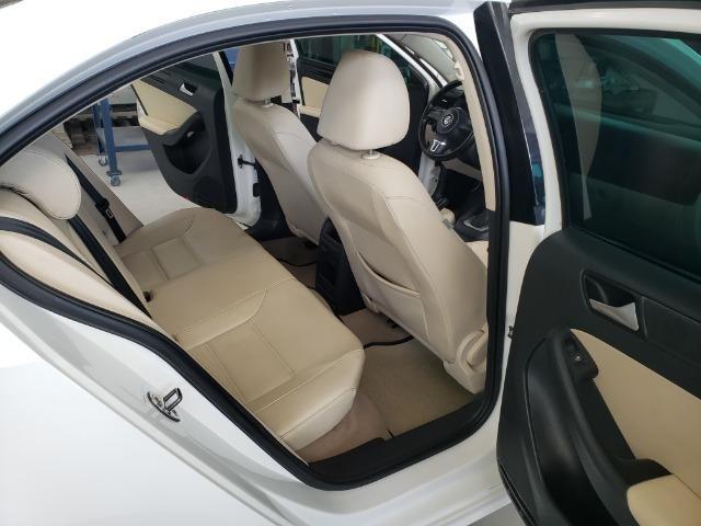 Jetta 2.0 Automático 11/12 Comfortline Tiptronic interior caramelo com teto solar - Foto 7