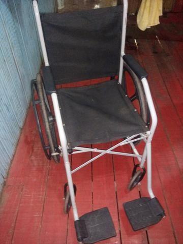 Vende se uma cadeira de rodas - Foto 2