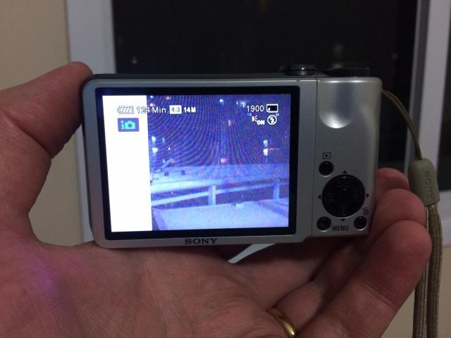Sony Cybershot DSC-H55 com tripé - 14.1 megapixel