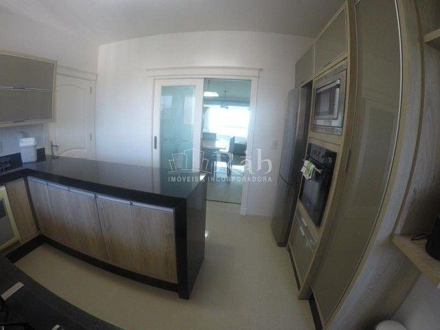 Apartamento a venda frente mar todo mobiliado no Edifício Beverly Hills na Barra Sul em Ba - Foto 16
