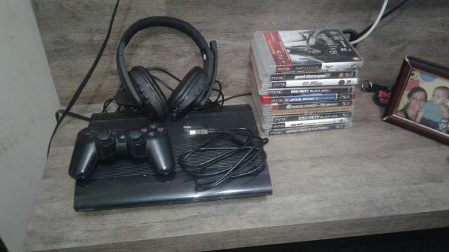 Vendo ps3 semi-novo c/headset e 11 jogos